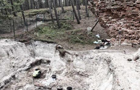 """Wykopaliska archeologiczne w """"Starej Łebie"""""""