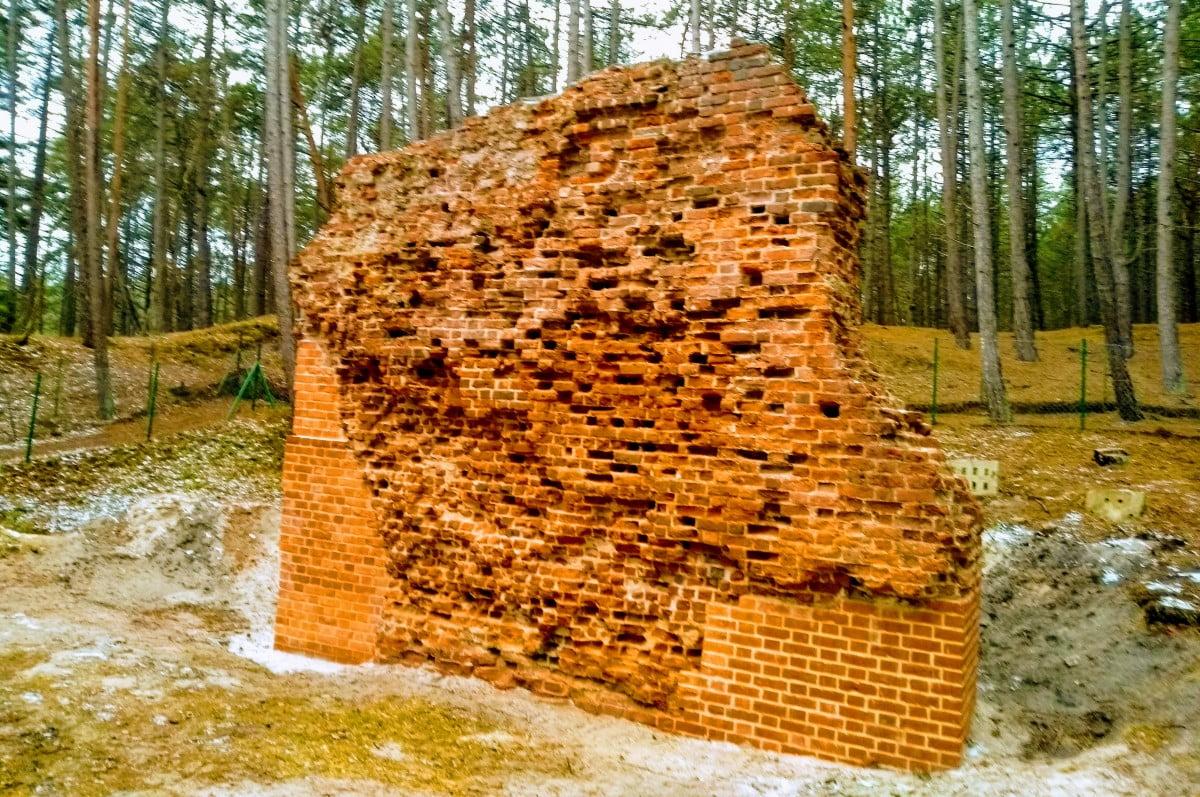Odnowione ruiny kościoła