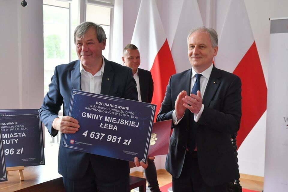 Burmistrz Łeby otrzymuje dofinansowanie