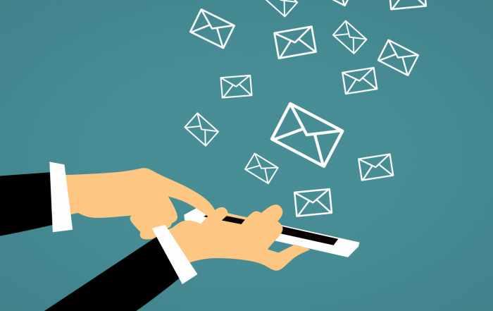 clipart - smartfon i listy (sms'y)
